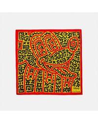 COACH : Bandana en soie Disney Mickey Mouse X Keith Haring - Jaune