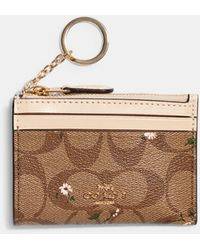 COACH Mini Skinny Id Case In Signature Canvas With Evergreen Print - Natural