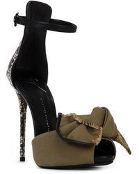 Giuseppe Zanotti Bow Detail Sandals green - Lyst