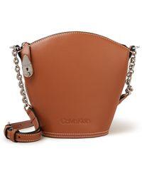 Calvin Klein Lock Domed Crossbodytas Van Leer - Bruin