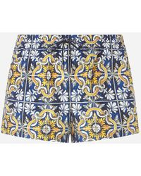 Dolce & Gabbana Short Swimming Trunks With Maiolica Print On A Blue Background - Azul