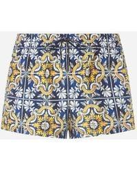 Dolce & Gabbana Kurze Badeshorts Majolika-Print Auf Blauem Grund