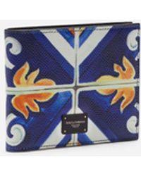 Dolce & Gabbana Bi-Fold Wallet In Dauphine Calfskin With Maiolica Print - Blau