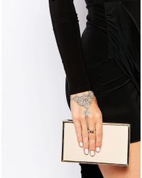 Oasis - Filigreen Hand Harness - Gold - Lyst