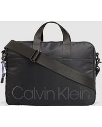 Calvin Klein Portadocumentos De Hombre En Negro Con Cremallera Y Print De La Marca
