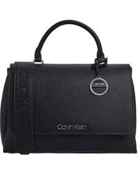 Calvin Klein Bolso De Mano Mediano En Negro Con Solapa