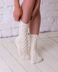 Etsy Chaussettes En Laine Blanche Chaussettes Tricotées D'hiver À Câble La Main Décontractées De Accessoire Tricoté Pour s Blanches