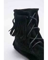 Minnetonka - Tramper Black Fringe Boots - Lyst