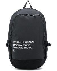 Moncler プリント ロゴ バックパック - ブラック