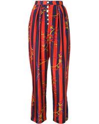 Raquel Allegra Pantalones a rayas con estampado floral - Rojo