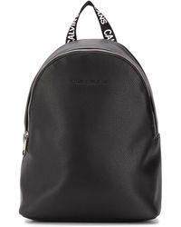 Calvin Klein ロゴエンボス バックパック - ブラック