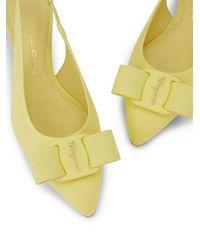 Ferragamo Zapatos de tacón Viva con tira trasera - Amarillo
