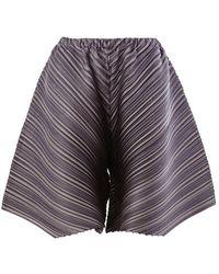 Pleats Please Issey Miyake - Diagonal plissierte Shorts - Lyst