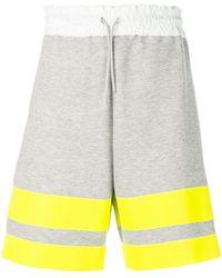 Sacai - Shorts con design color-block - Lyst