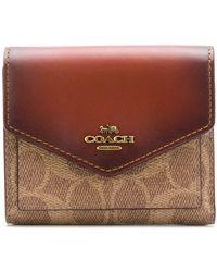 COACH Signature Canvas Small Wallet - Коричневый
