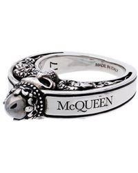 Alexander McQueen Anello in argento metallizzato con teschio