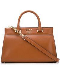 DKNY ロゴプレート ハンドバッグ - ブラウン