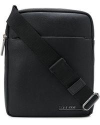 Calvin Klein Kuriertasche mit Logo - Schwarz