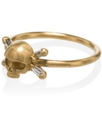 Polly Wales Gold Skull And Crossbones 18k Gold Diamond Ring - Metallic