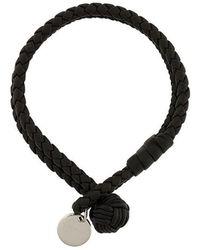 Bottega Veneta - Intrecciato-Armband mit Logo-Anhänger - Lyst