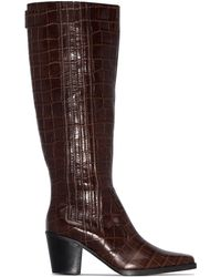 Ganni Botas altas con efecto de piel de cocodrilo de 70 mm - Marrón