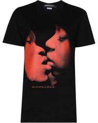Mowalola Homecoming Kiss Me Tシャツ - ブラック