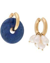 Timeless Pearly Asymmetric Hoop Earrings - メタリック