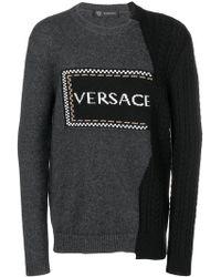 Versace - Pull asymétrique à logo intarsia - Lyst