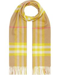 Burberry Bufanda The Classic Check - Amarillo