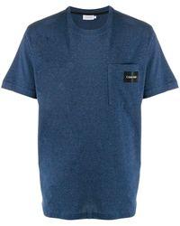 Calvin Klein T-Shirt mit Logo-Schild - Blau