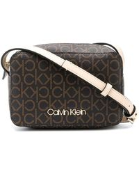 Calvin Klein Crossbodytas Met Logoprint - Bruin