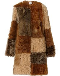 Burberry Manteau en shearling avec patchwork - Marron