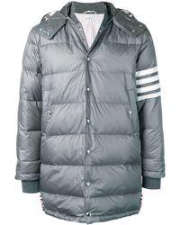Thom Browne Дутое Пальто На Кнопках Со Съемным Капюшоном И 4 Полосками - Серый