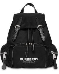 Burberry The Medium Rucksack aus ECONYL® mit -Logo - Schwarz