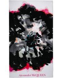 Alexander McQueen Badetuch mit abstraktem Print - Weiß