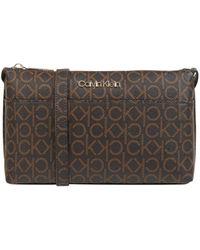 Calvin Klein Crossbody Bag mit Logo-Muster - Braun