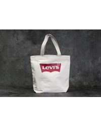 Footshop - Levi's® Batwing Tote Bag Ecru - Lyst