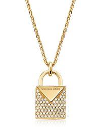 Michael Kors Collana in Argento Sterling Palccato Oro con Ciondolo Pavé e Logo Applicato - Metallizzato