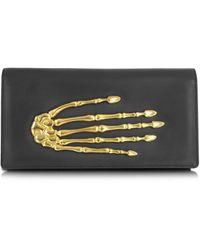 Bernard Delettrez Skeleton Hand Clutch aus Leder mit Handskelett - Schwarz