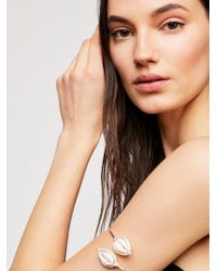 Free People - Cowry Armband - Lyst