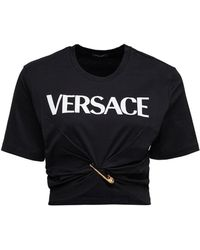Versace T-shirt cropped in cotone con stampa logo safety pin - Nero