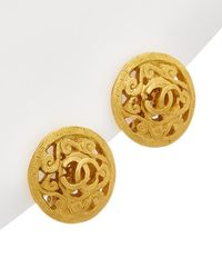 Chanel Gold-tone Fretwork Cc Round Earrings - Metallic