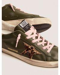 Golden Goose Sneakers Super-Star aus dunkelgrünem Leder und Stern mit Goldglitzer