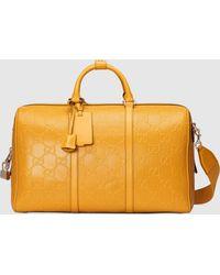 Gucci Reisetasche aus geprägtem GG Leder - Gelb