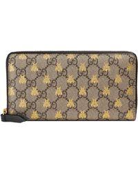 Gucci - Portafoglio con zip in tessuto GG Supreme con stampa api - Lyst 638f1fe090b2