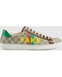 """Gucci - 【公式】 (グッチ)〔エース〕""""fake/not"""" プリント メンズ スニーカーベージュ/エボニー GGスプリームベージュ - Lyst"""