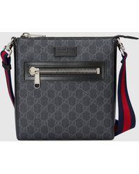 Gucci Kleine Umhängetasche aus GG Supreme - Schwarz
