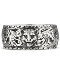Gucci Anello sottile in argento con dettaglio felino - Metallizzato