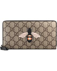 Gucci Bee Print GG Supreme Zip Around Wallet - Natural