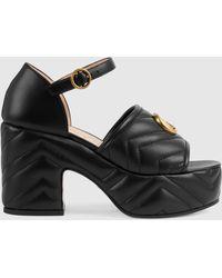 Gucci Damensandale aus Matelassé Leder mit Plateauabsatz - Schwarz